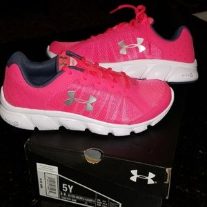 Girls (youth) Under Armour shoes -NEW WITH TAGS
